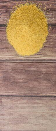 levadura: Secado levadura de panader�a sobre fondo de madera