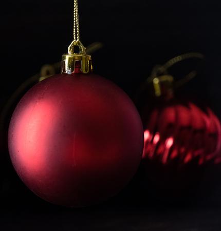 Red christmas balls on wooden board agaisnt dark background Standard-Bild - 105151140