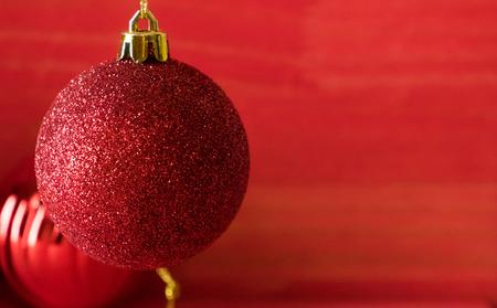 Christmas balls on over red wooden background Standard-Bild - 105394400