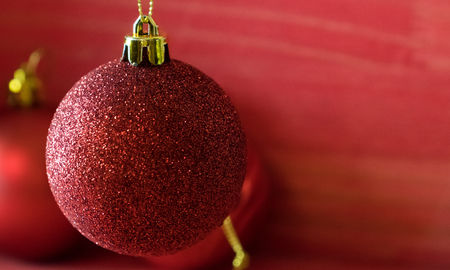 Christmas balls on over red wooden background Standard-Bild - 105394403