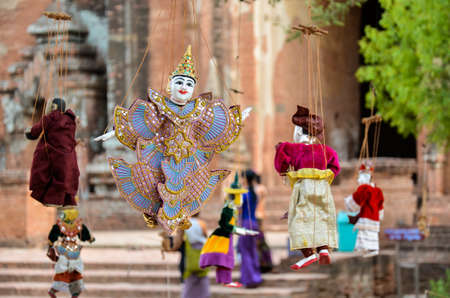 puppetry: T�teres Myanmar Estilo