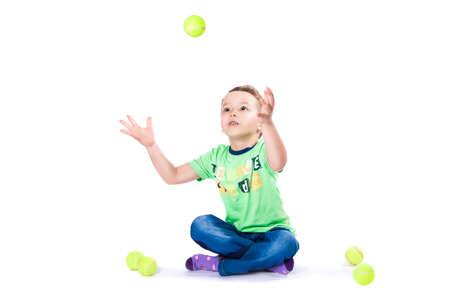 jongen vangt de bal Stockfoto