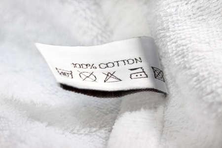 Abbigliamento etichetta con le istruzioni per la cura della lavanderia