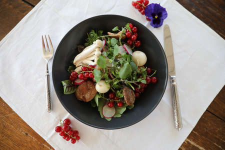 salad with mushrooms pork greens and radishes Banque d'images