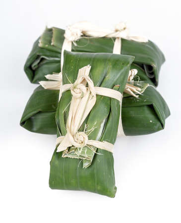 conservacion alimentos: salchicha de cerdo en escabeche - conservaci�n de los alimentos tradicional tailand�s en el fondo blanco