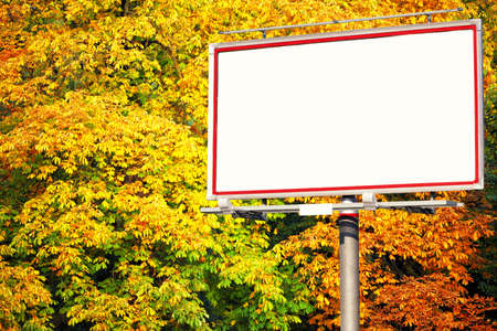 Blank white billboard at the park with space for your advertisement Zdjęcie Seryjne