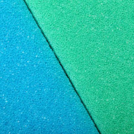 celulosa: Textura azul de celulosa esponja espuma fondo verde. Formato cuadrado.