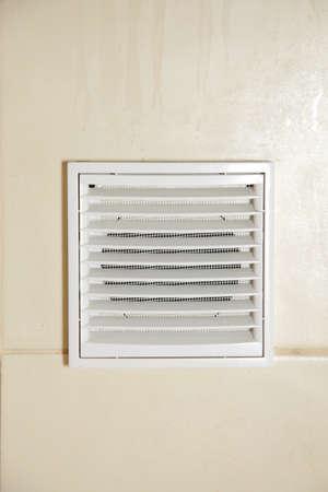 Vent Weißes Badezimmer Lüftungsgitter In Gekachelten Wand Photo