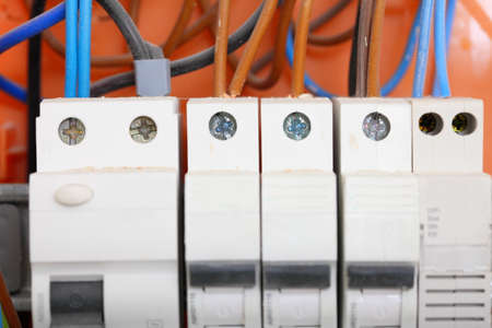 Fantastisch Elektrische Schalttafelverbindung Zeitgenössisch - Die ...
