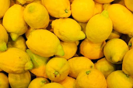 product healthy: sfondo di cibo primo piano su agrumi giallo frutti tropicali limoni prodotto sano in negozio Archivio Fotografico