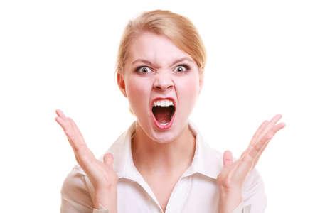 rubia: Las emociones negativas. Empresaria enojada enojado jefe loco mujer furiosa gritando aislados en blanco. El estr�s en el trabajo empresarial. Foto de archivo