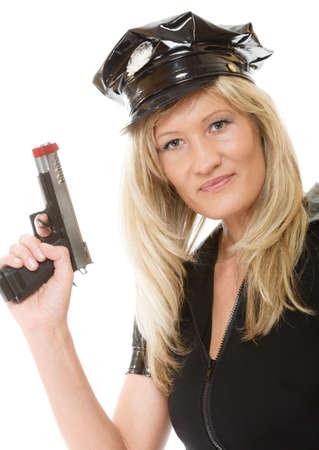 femme policier: blonds polici�re femme flic posant avec arme de poing isol� sur fond blanc Banque d'images