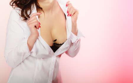 big boobs: Niñas de mama hermosa en sujetador negro. Mujer tetona tetas grandes. Foto de archivo