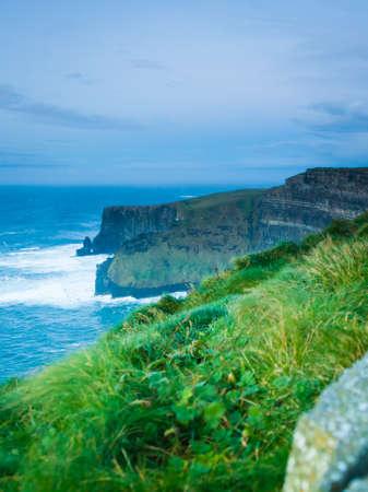 atracci�n: Famosos acantilados de Moher, en el condado de Clare Irlanda Europa. Paisaje hermoso atractivo natural. Foto de archivo
