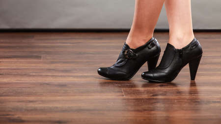 foots: Autumn fashion. Female legs foots in stylish fashionable shoes boots