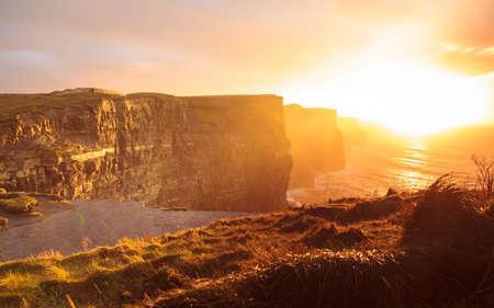 (주) 클레어 아일랜드 유럽 일몰 버런의 유명한 절벽. 아름 다운 풍경 자연 명소.