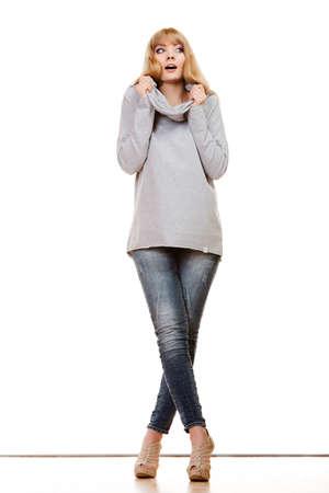 Moda Cuerpo Completo Rubia Mujer De Moda Los Pantalones Vaqueros Blusa Gris Presentacion Modelo Femenina Aislado Tiro Del Estudio Fotos Retratos Imagenes Y Fotografia De Archivo Libres De Derecho Image 47017260