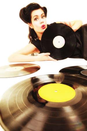 black girl: Glückliches Mädchen Retro Frau mit Vintage phonography analogen Vinyl-Schallplatten-Musikfreund Lizenzfreie Bilder