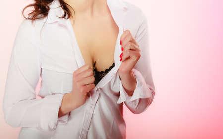 tetas: Niñas de mama hermosa en sujetador negro. Mujer tetona tetas grandes. Foto de archivo