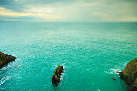 landschap: Ierse landschap. Kustlijn van de Atlantische Oceaan rotsachtige kust landschap. County Cork, Ierland Europa. Schoonheid in de natuur.