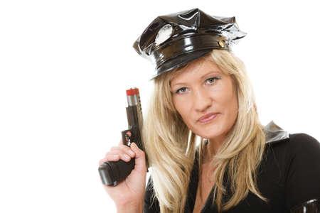mujer policia: rubia policía policía posando con arma de fuego pistola aislado en blanco Foto de archivo