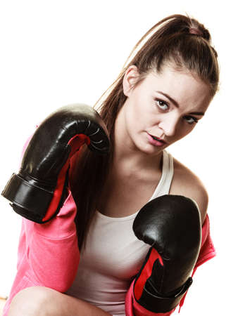 feministische: Emancipation and feminist. Defense concept. Young fit woman boxing isolated on white.