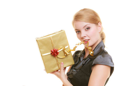 ragazza innamorata: Holidays love and happiness concept - beautiful blonde girl with golden gift box isolated