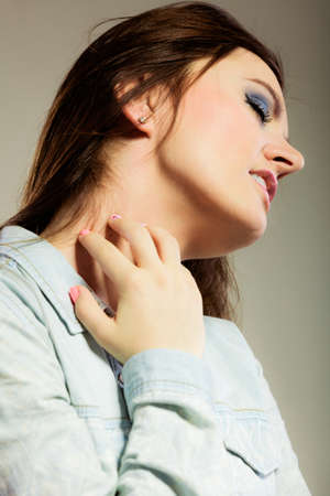 nack: Health problem. Young woman scratching her itchy nack with allergy rash