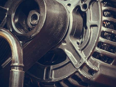 alternateur: électrique concept auto motor industrielle. gros plan détaillé de section dans le moteur de la machine génératrice d'alternateur Banque d'images