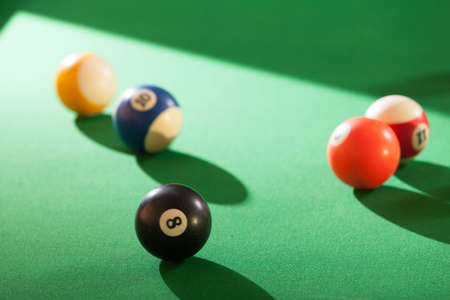 Billiard cue balls on green table. Pool game Banque d'images
