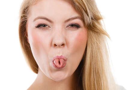바보 같은 얼굴 개념을, 장난. 빨래 집게 혀를 가진 금발의 여자 스톡 콘텐츠