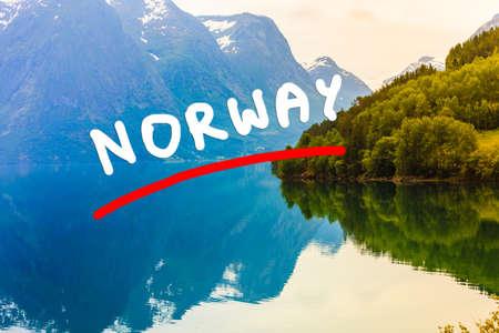 観光休暇と旅行。山の風景、湖 Oppstrynsvatnet ヨステダール氷河国立公園、Oppstryn (ストリン)、ソグン ・ フィヨーラネ県郡。ノルウェーのスカンジナ 写真素材