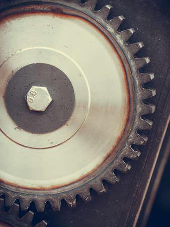 スチール製のスプロケットギアをクローズアップ。産業、機械のオブジェクトの詳細概念。