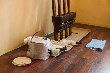 Home renovation, walls color change, diy concept. White paint with essentials equipment in flat. Banque d'images - 120314124
