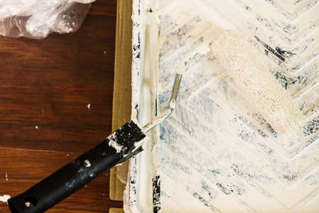 Home renovation, walls color change, diy concept. White paint with essentials equipment. Standard-Bild - 121915704