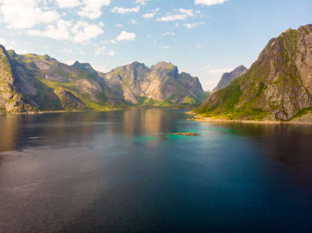 Scenic fjord landscape above the arctic circle, coast nature with sharp mountain peaks, Lofoten islands North Norway. 免版税图像