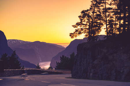 Parking area at Stegastein viewpoint, road Aurlandsfjellet, Norway Scandinavia. Tourism vacation and travel. Stockfoto