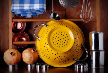kitchenware of metal on the wooden table 版權商用圖片