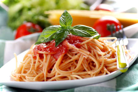 spaghetti with tomato sauce with basil leaf Standard-Bild