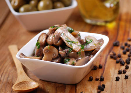 mushrooms sauteed in small white bowl Imagens - 30525858
