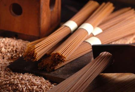 semolina paste: Organic spaghetti integrali - pasta trafilata in bronzo