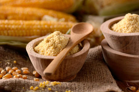 corn flour: corn flour in wooden bowl with the cobs around