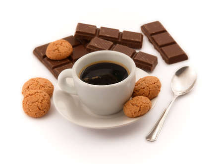 amaretto: Italian espresso with amaretto biscuits and chocolate pieces on white background