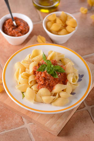 bolognese sauce: pasta with Bolognese sauce - Traditional Italian recipe