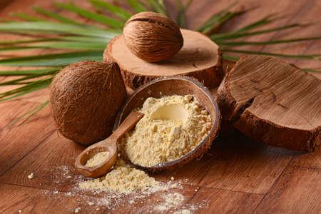 coconut flour inside the shell Standard-Bild