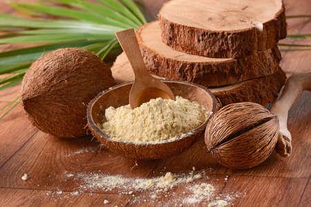 coconut flour inside the shell 版權商用圖片
