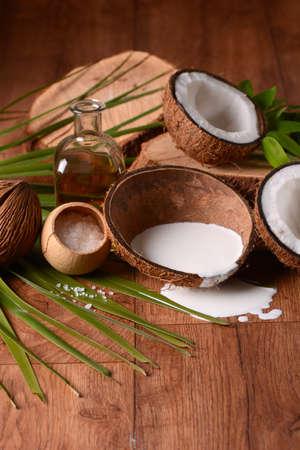 revitalizing: moisturizing cream coconut inside the shell