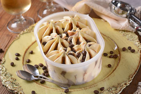 clic: vanilla ice cream and coffee with chocolate chips