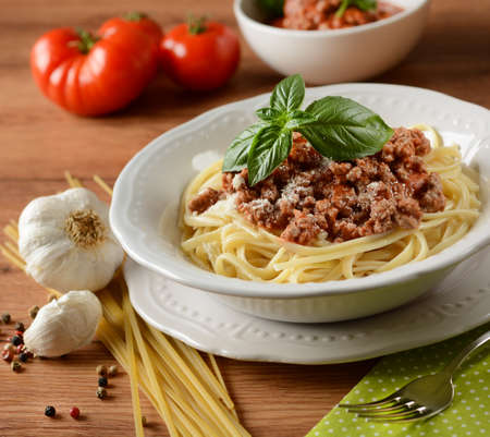 Spaghetti with meat sauce with ingredients around - closeup 版權商用圖片