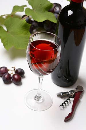 赤ワイン - 白背景 - クローズ アップのガラス